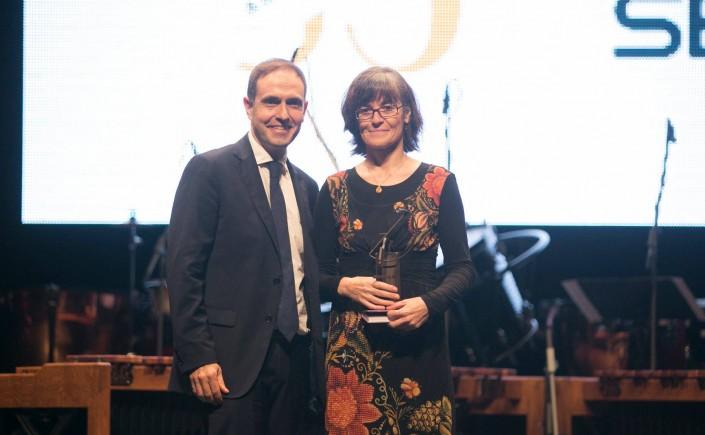 Entrega del guardó Grup Ràdio Gandia a Maria Josep Escrivà. Foto: Ràdio Gandia