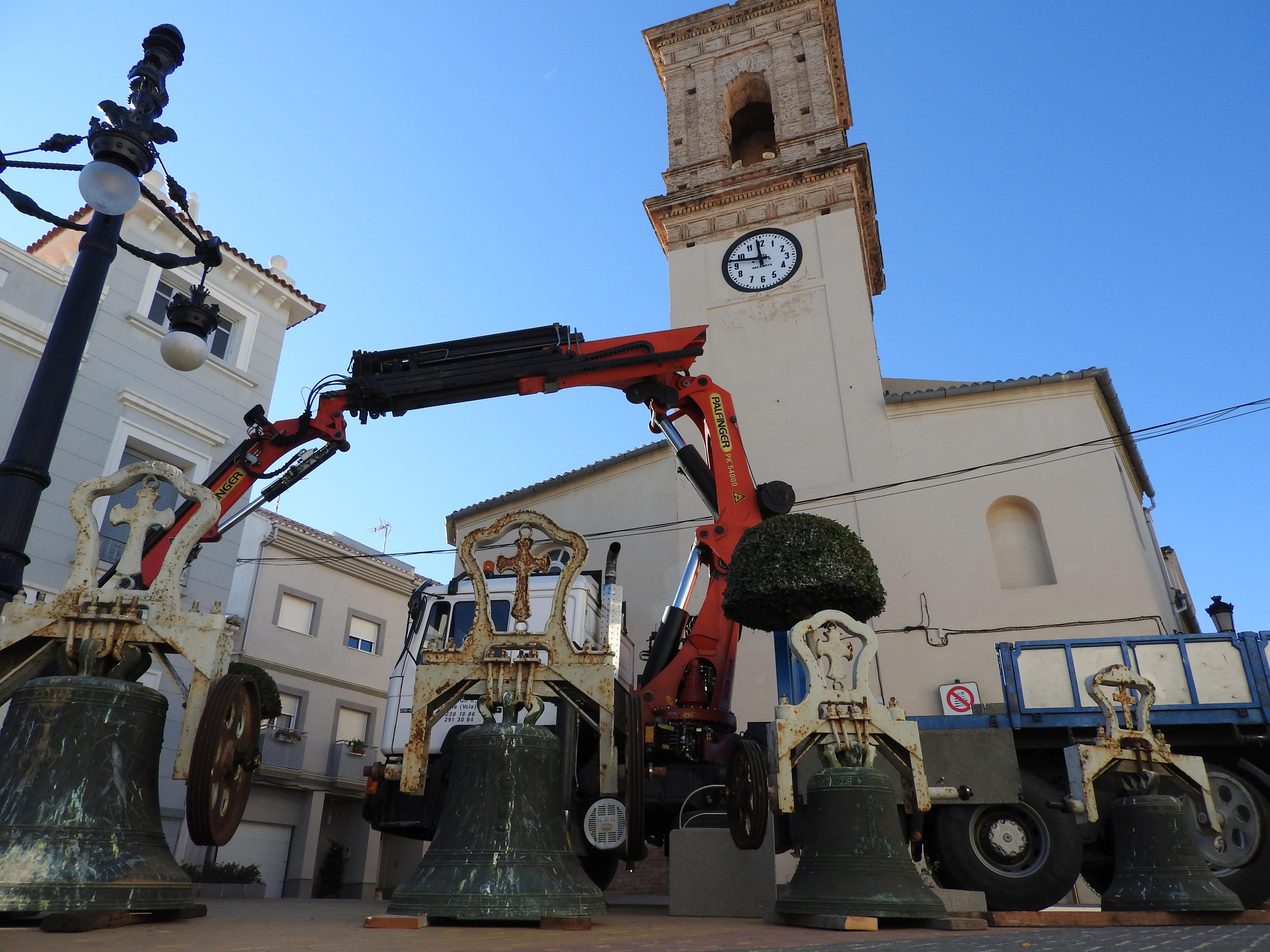 Baixada de les campanes amb motiu de la seua restauració.
